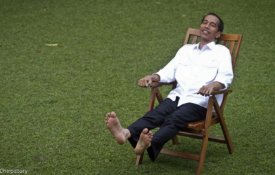 Jokowi-duduk-santai