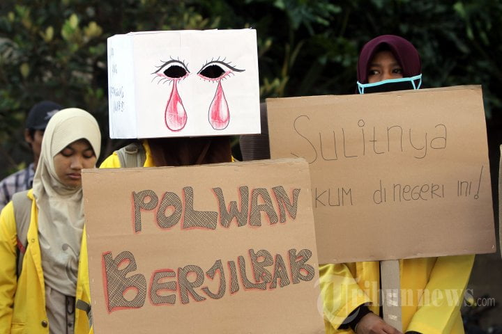 20140420_153530_mahasiswa-dukung-polwan-berjilbab