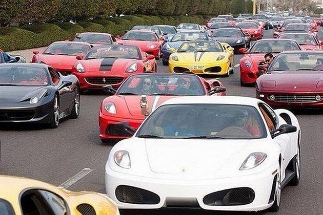 Dubai-Madness-super-car-traffic-jam